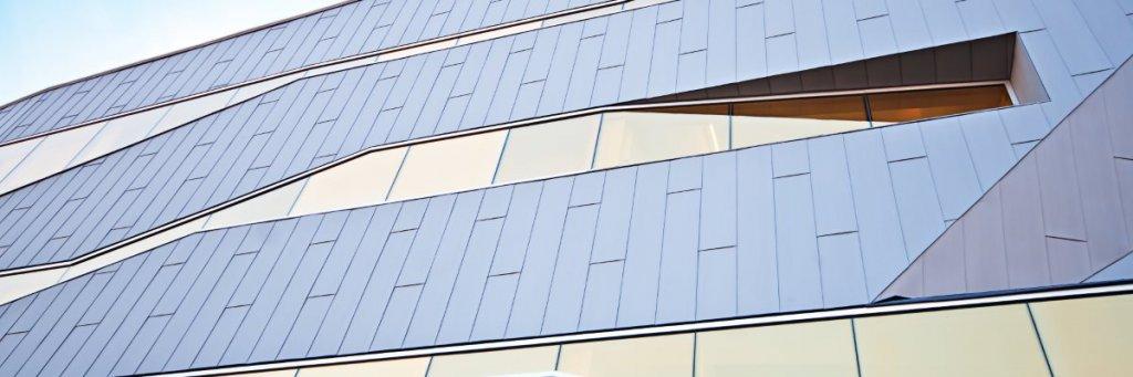 Ansicht einer Glasfassade von aussen